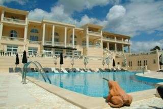 Mabely Grand Hotel, Kampi