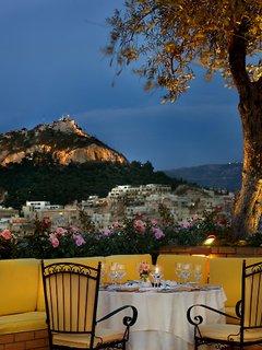 Titania Хотел, Атина