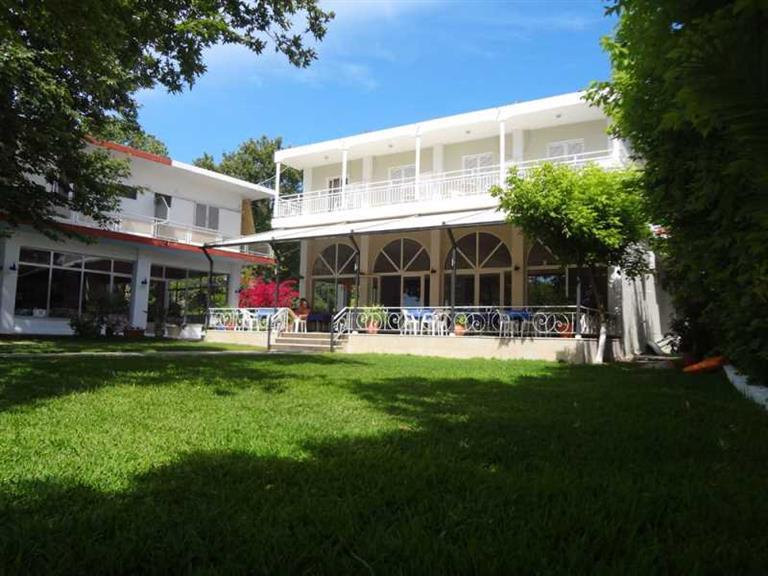 Avra Beach Hotel, Нидри