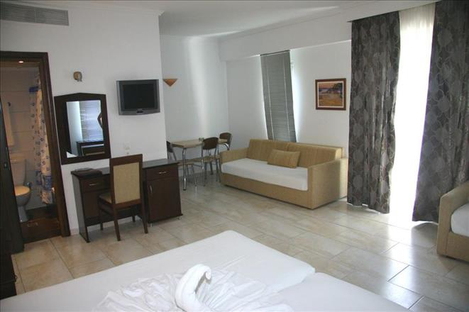 Naias Beach Hotel & Apartments, Ханиоти